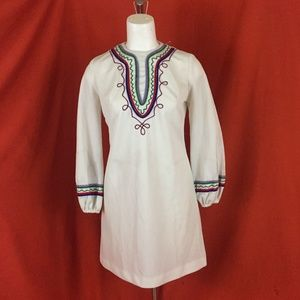 VINTAGE 60s Embroidered Long Peasant Sleeve